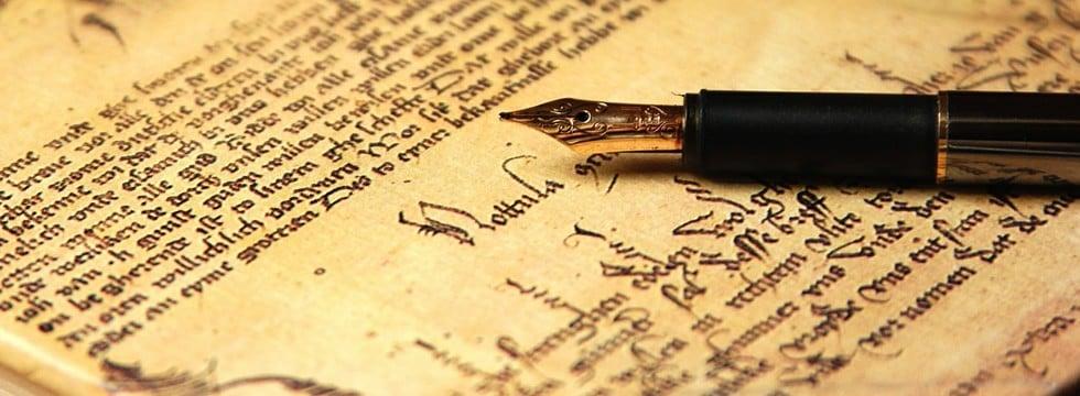 Pluma en testamento antiguo. Abogados expertos en herencias