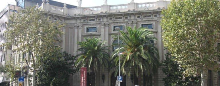 Fachada principal del Colegio de Abogados en Barcelona